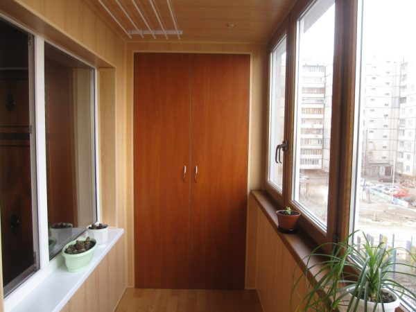 Профессиональная отделка балкона под ключ