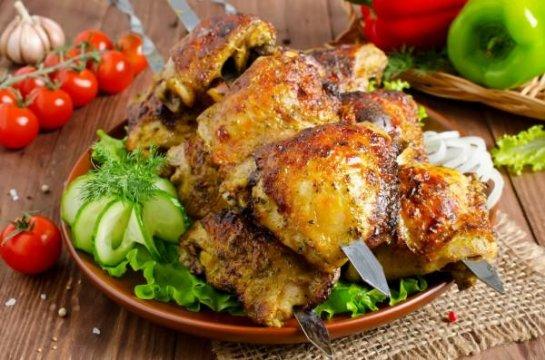 Шашлык из курицы в духовке на противне