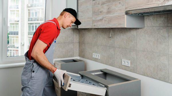 Для сборки кухонной мебели найдете мастера на сервисе «Лидер Услуг»