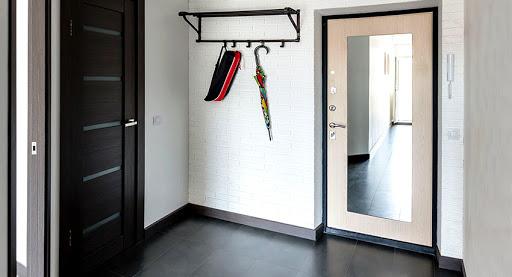 Большой выбор входных дверей с зеркалами